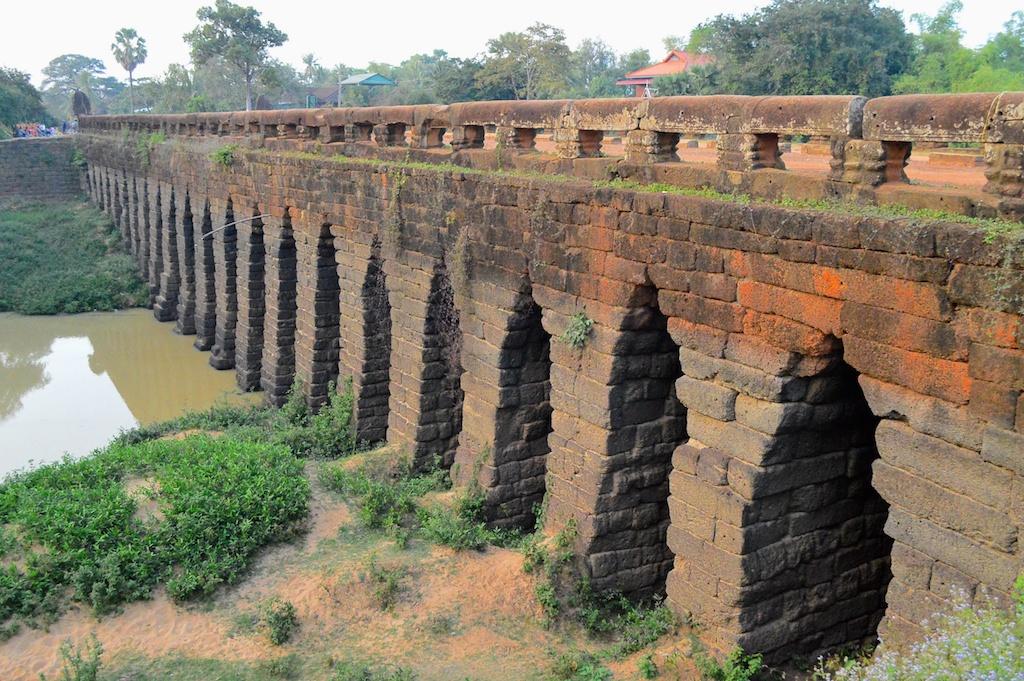 アンコール王朝時に造られ、今も利用されている『コンポンクディ橋』