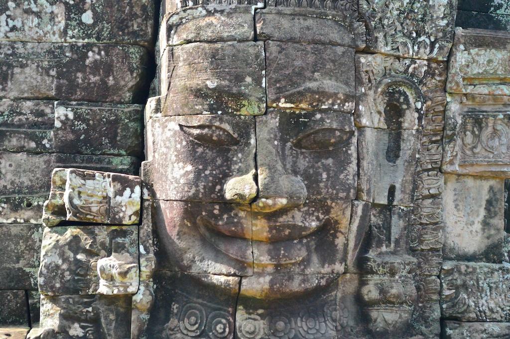仏像のレリーフ